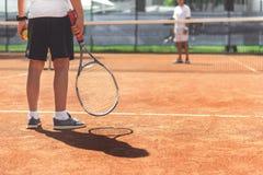 Niño masculino joven listo para el tenis Imagen de archivo