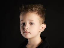 Niño Niño pequeño hermoso Niños de moda Foto de archivo