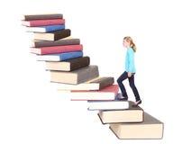 Niño o adolescente subiendo una caja de la escalera de libros Imagen de archivo libre de regalías