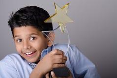 Niño o estudiante feliz con el premio Imagenes de archivo