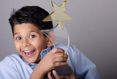 Niño o estudiante feliz con el premio Foto de archivo libre de regalías