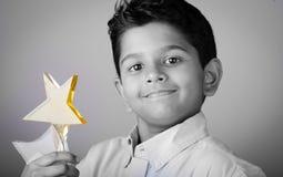 Niño o estudiante feliz con el premio Fotos de archivo libres de regalías