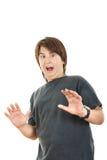 Niño o muchacho rechoncho que gesticula la sorpresa que lleva a cabo su widespre de las manos Imágenes de archivo libres de regalías
