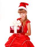 Niño Papá Noel de la muchacha en la alineada roja, rectángulo de regalo. Imagenes de archivo