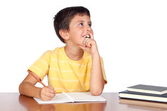 Niño pensativo del estudiante en la escuela Imagen de archivo