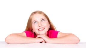 Niño pensativo feliz que mira para arriba Imagen de archivo