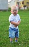 Niño pequeño al aire libre Imagenes de archivo