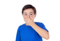 Niño pequeño con diez años que cubren su boca Imágenes de archivo libres de regalías