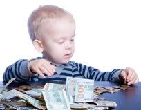 Niño pequeño con el dinero Foto de archivo libre de regalías