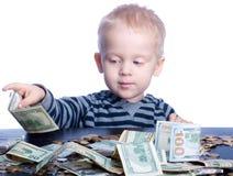 Niño pequeño con el dinero Imagenes de archivo