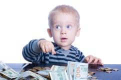 Niño pequeño con el dinero Imágenes de archivo libres de regalías