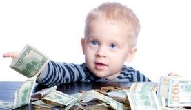 Niño pequeño con el dinero Fotografía de archivo