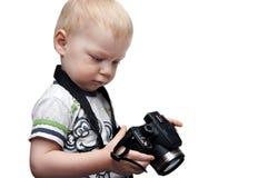 Niño pequeño con la cámara de la foto Imagen de archivo libre de regalías
