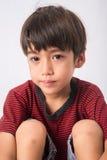 Niño pequeño con la cara de la tristeza y el retrato de los ojos Imágenes de archivo libres de regalías
