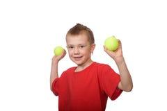 Niño pequeño con las bolas para el tenis Foto de archivo libre de regalías