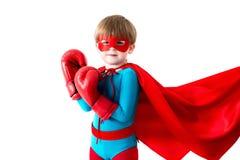 Niño pequeño con los guantes de boxeo imagenes de archivo
