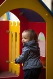Niño pequeño con los ojos azules en un paseo del invierno Imágenes de archivo libres de regalías