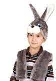 Niño pequeño con los ojos grandes en un juego de un conejo Fotos de archivo