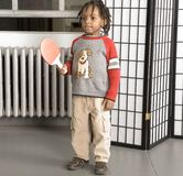 Niño pequeño con un palo del tenis de vector fotografía de archivo libre de regalías