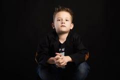 niño pequeño de moda Cabrito con estilo Fotografía de archivo
