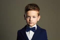 niño pequeño de moda Cabrito con estilo Foto de archivo libre de regalías