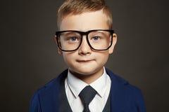 Niño pequeño de moda en vidrios Imagen de archivo libre de regalías