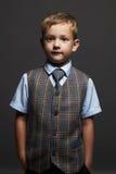 niño pequeño de moda niño elegante en traje y lazo Fashion Children Fotografía de archivo