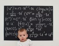 Niño pequeño del Wunderkind en matemáticas Fotografía de archivo libre de regalías