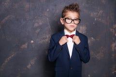 Niño pequeño elegante en traje Imágenes de archivo libres de regalías