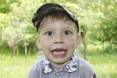 Niño pequeño emocionado lindo Imagen de archivo