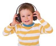 Niño pequeño en auriculares Fotografía de archivo