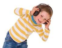 Niño pequeño en auriculares Foto de archivo libre de regalías