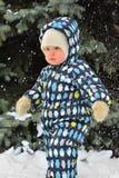 Niño pequeño en caminar fotos de archivo libres de regalías