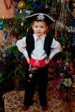 Niño pequeño en el juego del pirata Imágenes de archivo libres de regalías