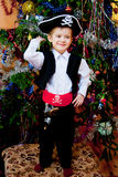 Niño pequeño en el juego del pirata Fotografía de archivo