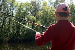 Niño pequeño en la pesca imagenes de archivo
