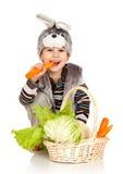 Niño pequeño en un juego de un conejo Fotografía de archivo libre de regalías