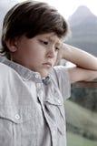 Niño pequeño enojado después de la lucha con los padres Fotos de archivo libres de regalías