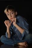 Niño pequeño enrrollado Imagen de archivo