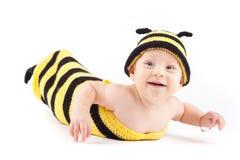 Niño pequeño feliz en traje de la abeja Imagenes de archivo