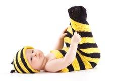 Niño pequeño feliz lindo en traje de la abeja Imagenes de archivo
