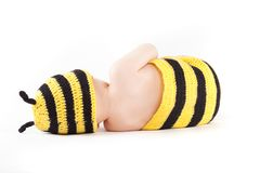Niño pequeño feliz lindo en traje de la abeja Foto de archivo