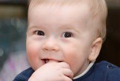 Niño pequeño hermoso. Fotografía de archivo