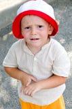 Niño pequeño lindo con desconcertado Fotos de archivo