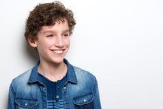 Niño pequeño lindo con la sonrisa del pelo rizado Fotografía de archivo libre de regalías