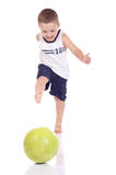 Pequeño muchacho deportivo lindo Imagen de archivo libre de regalías