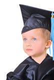 Niño pequeño lindo en casquillo de la graduación Fotografía de archivo