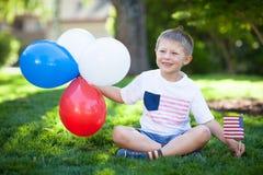 Niño pequeño lindo que celebra Día de la Independencia Fotografía de archivo libre de regalías