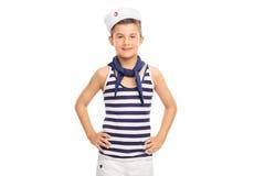 Niño pequeño lindo que lleva un traje del marinero Fotos de archivo libres de regalías