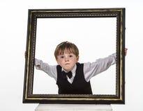 Niño pequeño pecoso del rojo-pelo con el marco grande. Imagenes de archivo
